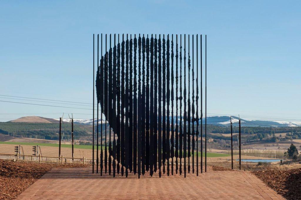 Nelson Mandela sculpture (Marco Cianfanelli)