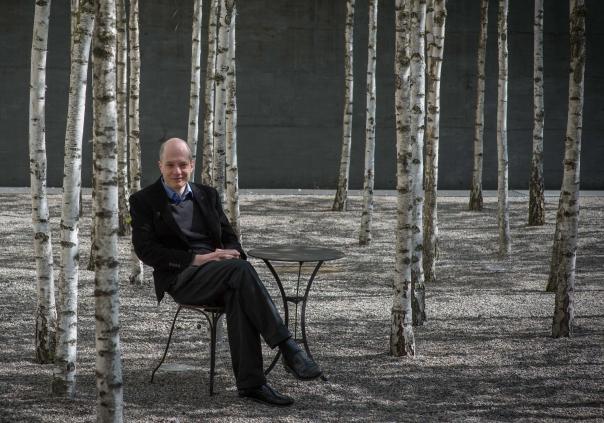 Der Schriftsteller, Bestseller-Autor und Philosoph, Alain de Botton, waehrend eines Interviews am 14.5.2013 im Hotel Greulich in Zuerich.